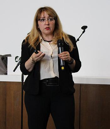 Meredith Dank presenting her findings