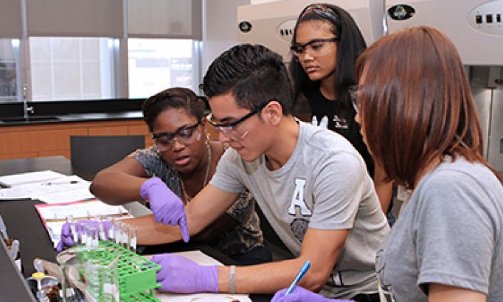 New Study Shows John Jay PRISM Program Has Increased Graduation Rates and STEM Careers for Science Majors