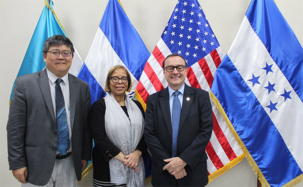 (left to right) Hung-En Sung, Professor of Criminal Justice at John Jay College and Director of the Academy for Security Analysis; Karol V. Mason, President of John Jay College; Father Andreu Oliva, José Simeón Cañas Central American University (UCA)