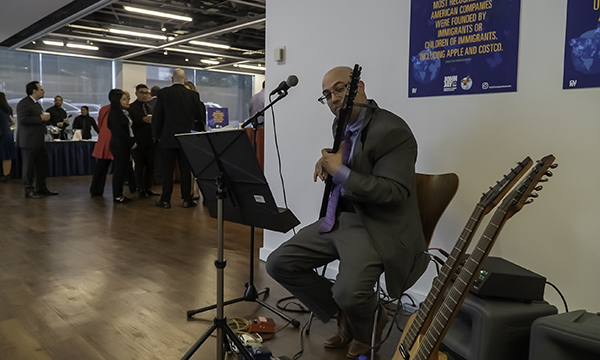 the attendees listend to live music while they enjoyed breakfast
