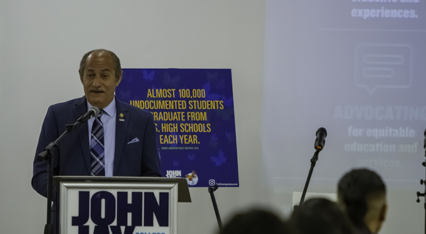 Guillermo Linares telling the audience about his journey