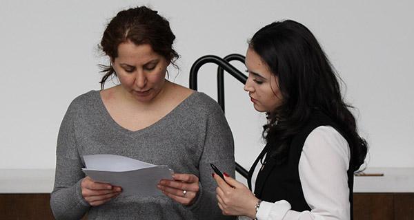 Yisarela Rodriguez goes over strategies with Laziza Sobirova